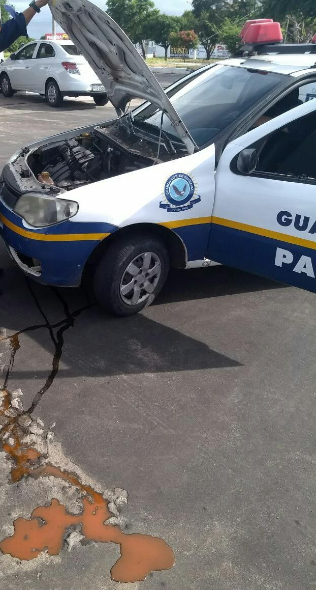 Sem manutenção, carro da Guarda Civil de Parnaíba apresenta problemas em via pública