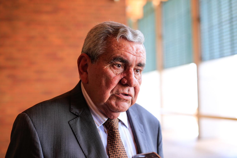 Após desgaste da gestão do prefeito Mão Santa, parnaibanos começam a sonhar com a volta do ex-prefeito José Hamilton