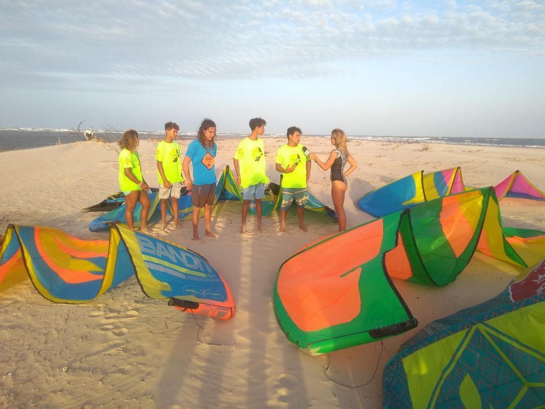 Tricampeã veleja no Delta do Parnaíba pela primeira vez e ajuda projeto social