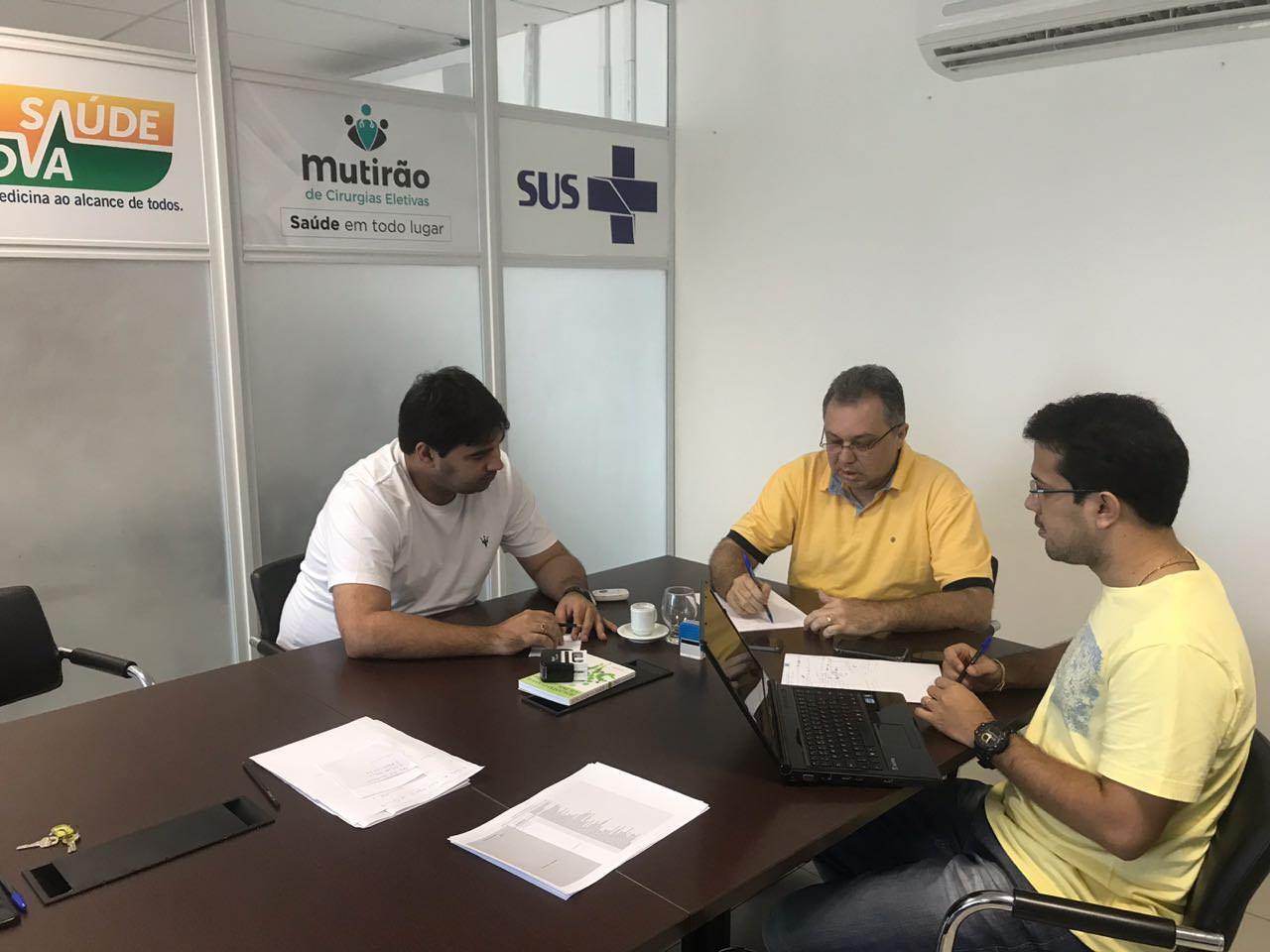 Secretário da Saúde Florentino Neto faz plantão para monitorar problemas de abastecimento em hospitais