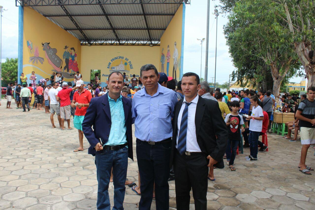 Vereador Cleson participa da abertura da festa de aniversário de Bom Princípio