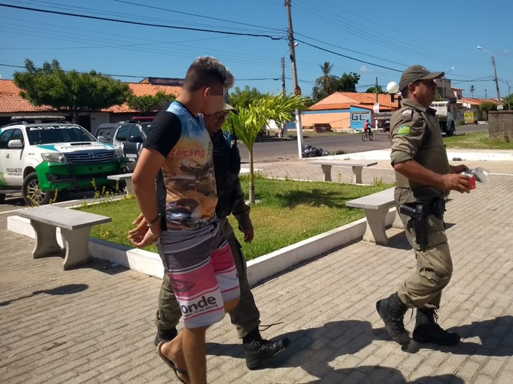 Polícia Militar flagra adolescente preparando crack para venda