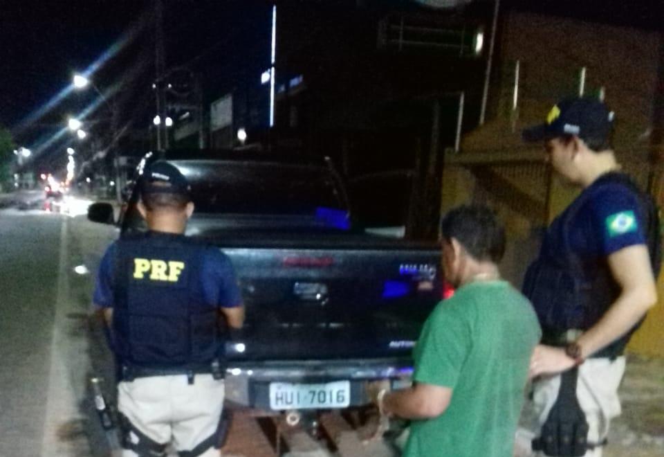 Motorista embriagado é preso dirigindo Hilux roubada