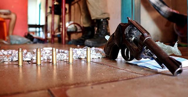 Casal é preso após deixar filhos vendendo drogas em Parnaíba