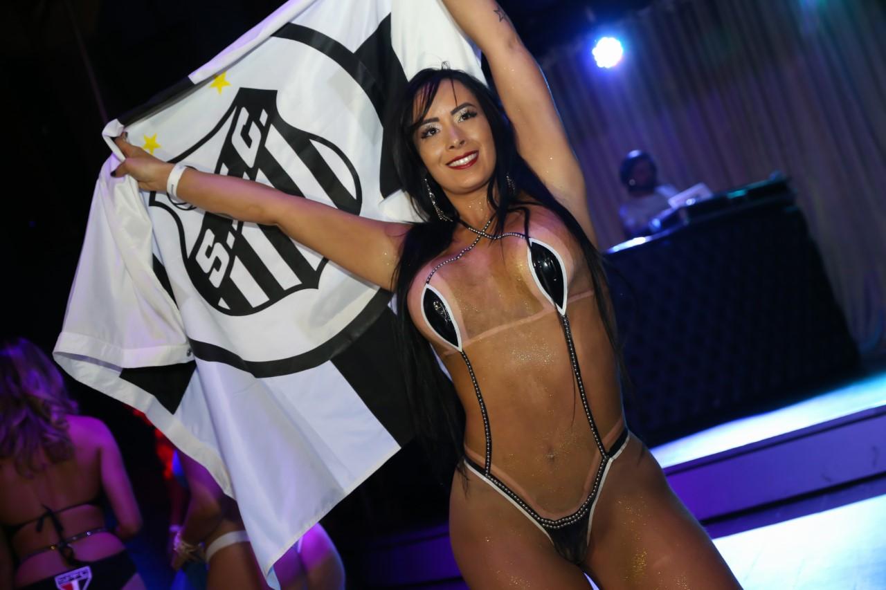 Candidata do Musa do Brasileirão 'causa' ao participar de concurso vestindo biquíni de fita isolante. CONFIRA FOTOS