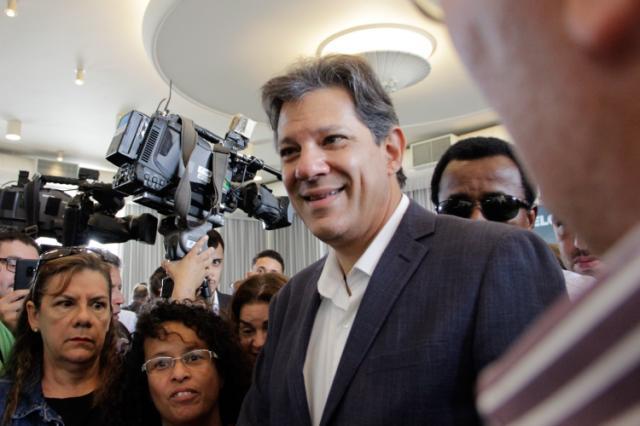 Haddad lembra que Bolsonaro fugiu de debate e desmente fake news no SBT