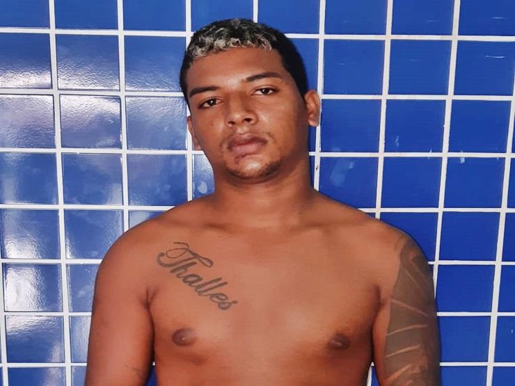 Jovem acusado de vários roubos é preso com arma de fogo e drogas