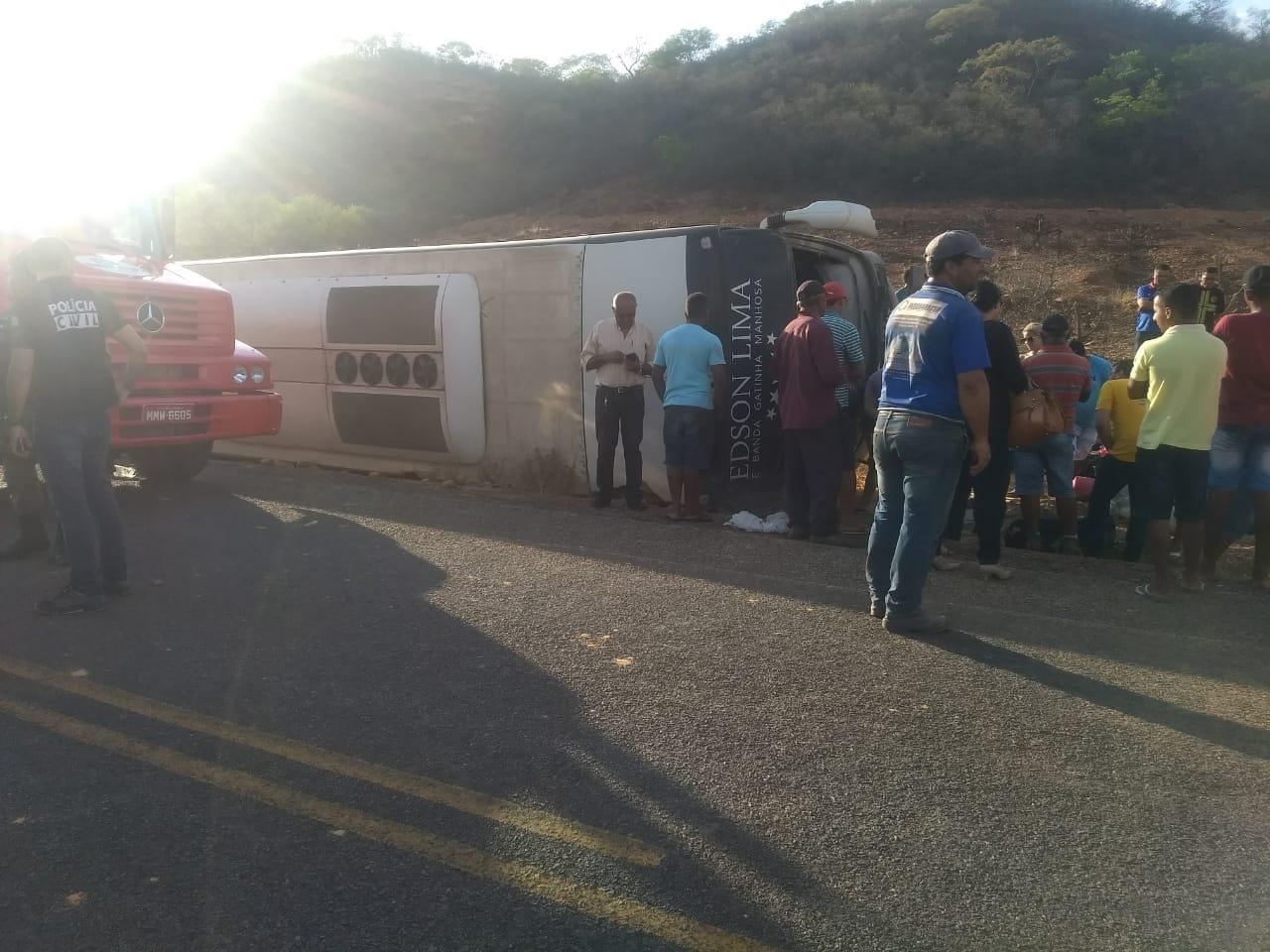 Motoqueiro morre em acidente com ônibus da Gatinha Manhosa no Piauí
