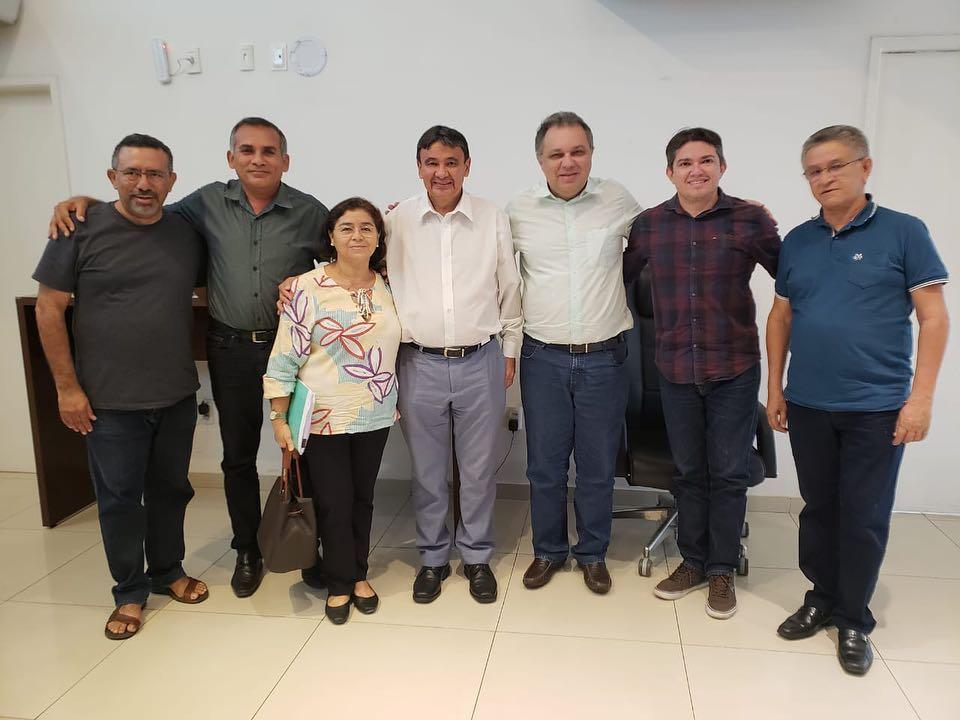 Comitiva se reúne com o Governador contra possível privatização da Agespisa