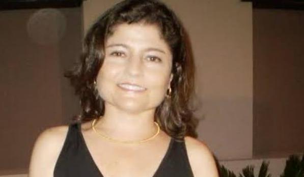 Médica é encontrada morta dentro de veículo na praça de Santo Antônio