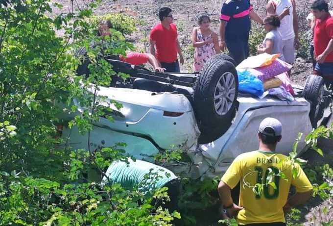 Carro capota e deixa quatro pessoas feridas na BR 343 em Buriti dos Lopes