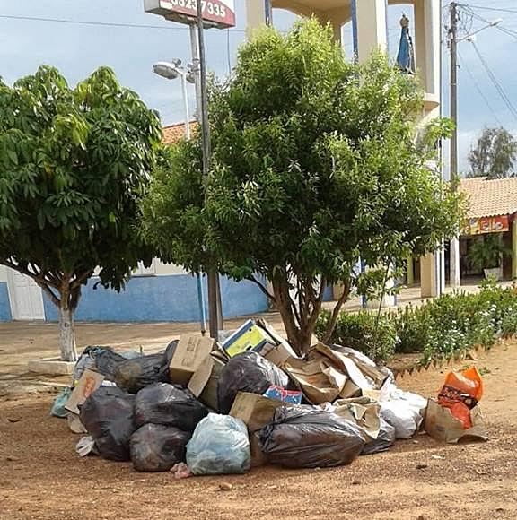 Moradores do Carpina com duas semanas sem coleta de lixo