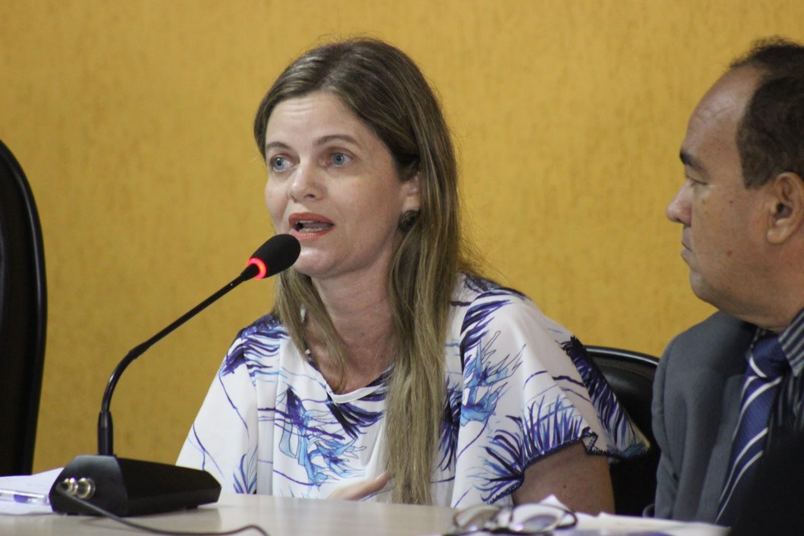 """Filha de Mão Santa dispara contra oposição: """"crime organizado"""""""