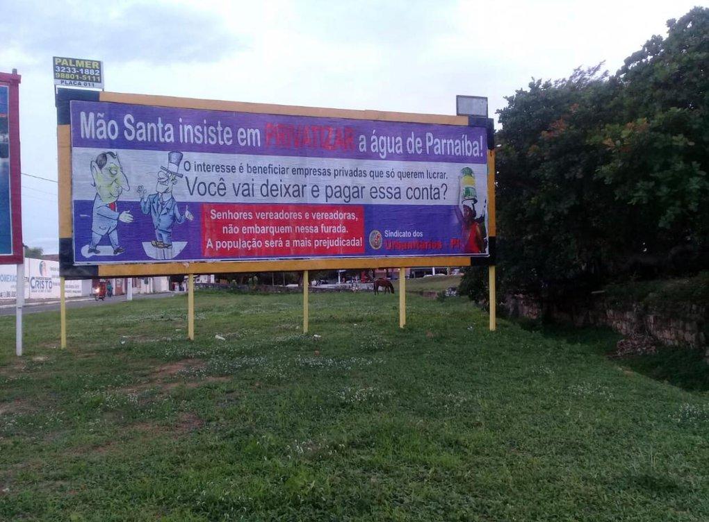 Prefeito Mão Santa surta e manda derrubar outdoor sobre privatização