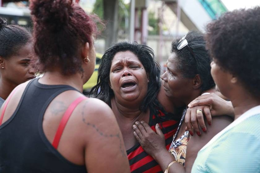 MORTA PELA POLÍCIA: Corpo de menina baleada com tiro de fuzil será enterrado hoje