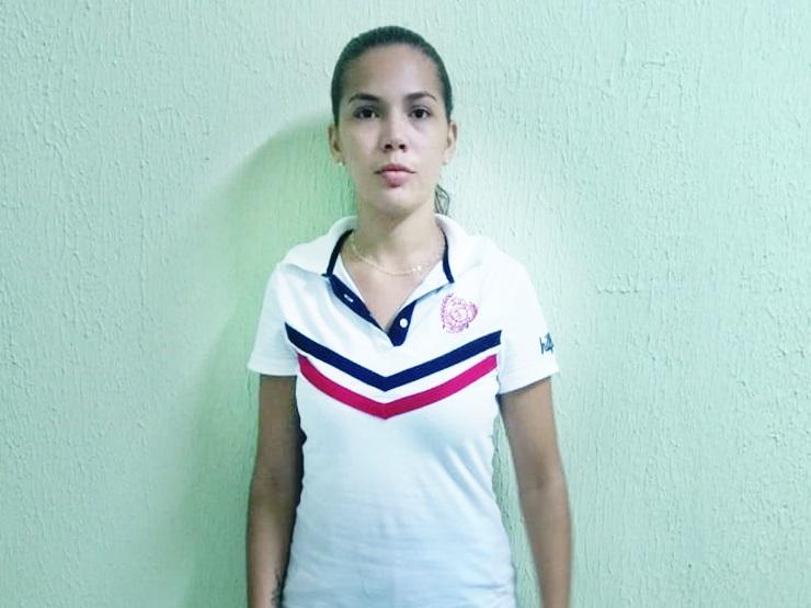 Moça bonita é presa vendendo cocaína na praça, no Buriti dos Lopes