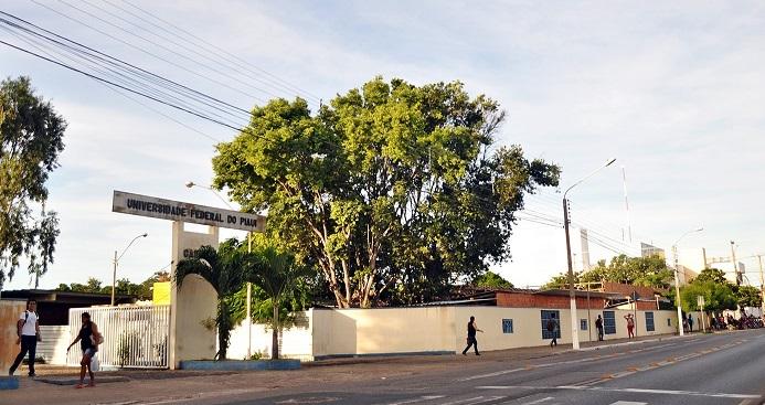 Bolsonaro extingue todas as funções gratificadas da Universidade Federal do Delta do Parnaíba (UFDPar)