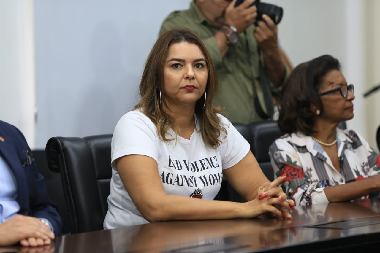 Deputada Janainna Marques será interrogada em ação que é acusada de desvio de dinheiro público