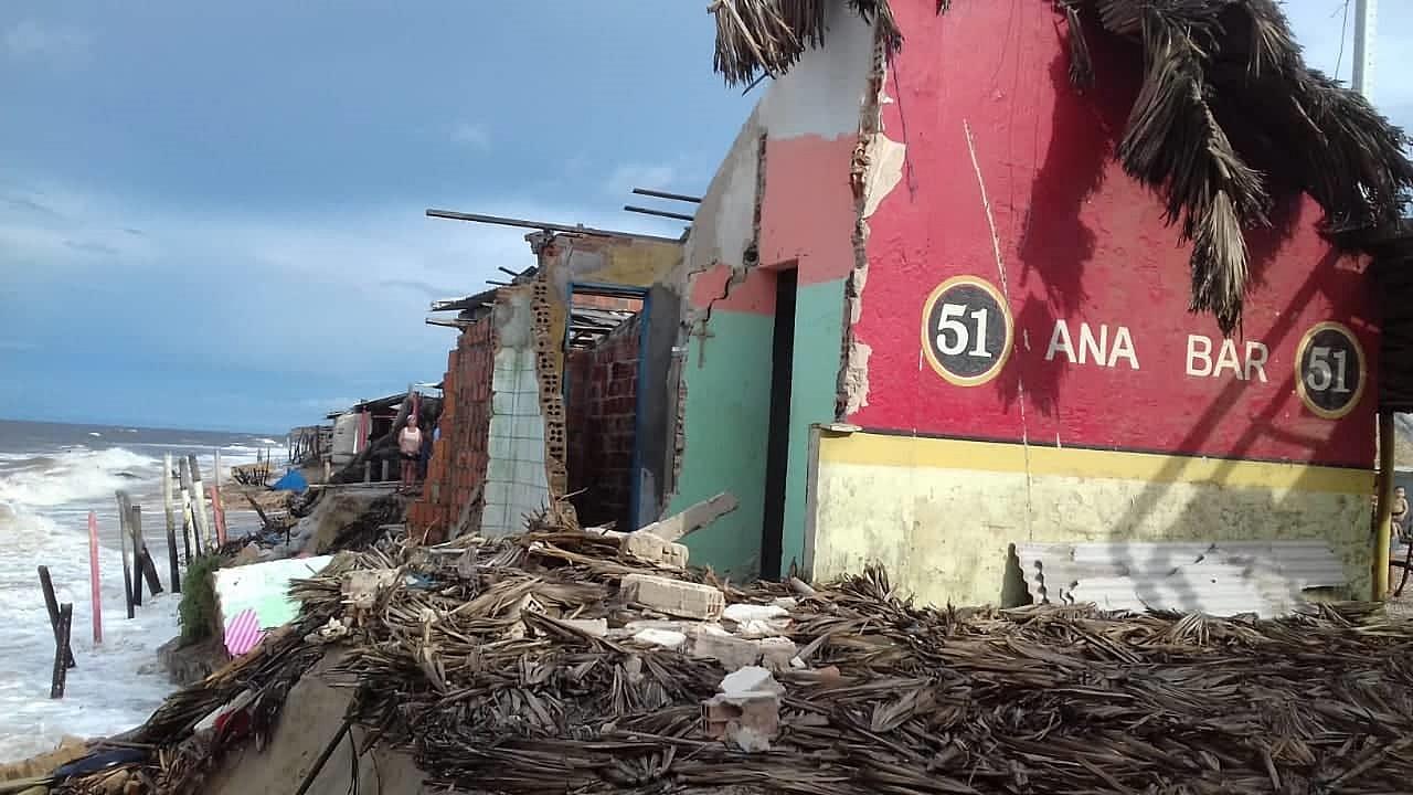 """Com a destruição de bares, comerciantes da Pedra do Sal """"amargam"""" com prejuízos"""