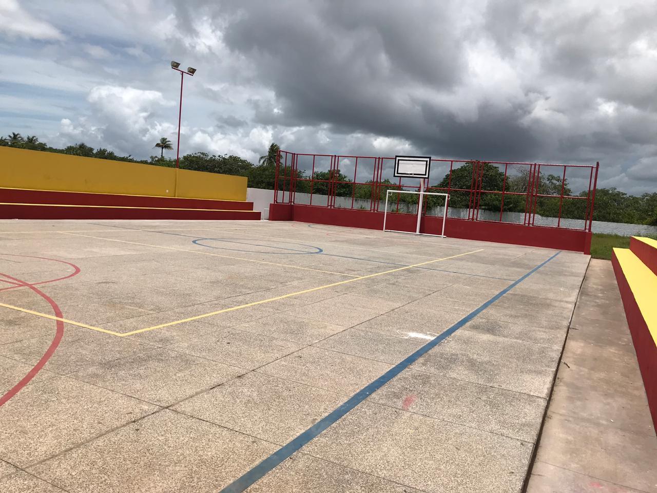 Prefeitura de Cajueiro da Praia entrega reforma da quadra poliesportiva da Escola Municipal Oscar Lima