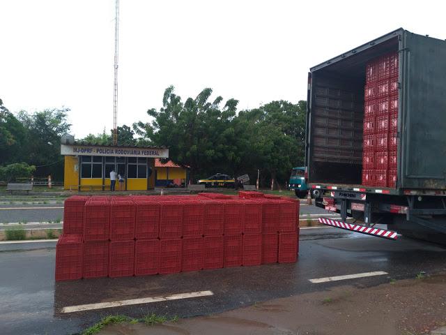 PRF apreende carga de cigarros contrabandeados na BR-343, em Parnaíba