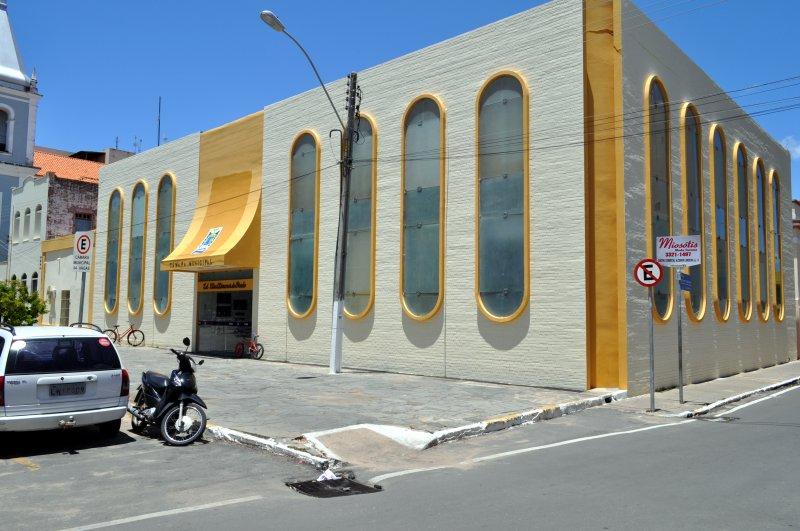 "Câmara Municipal de Parnaíba, contrata empresa para fornecer ""Coquetel de luxo"""