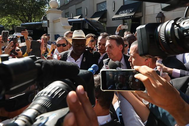 """Bolsonaro diz que manifestantes contra cortes na educação são """"idiotas úteis"""""""