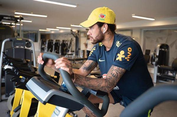 Vigiado por mais de 50 policiais, Neymar deverá depor na quinta