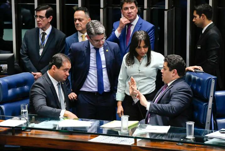 Senado aprova projeto prevendo punição a abuso de autoridade
