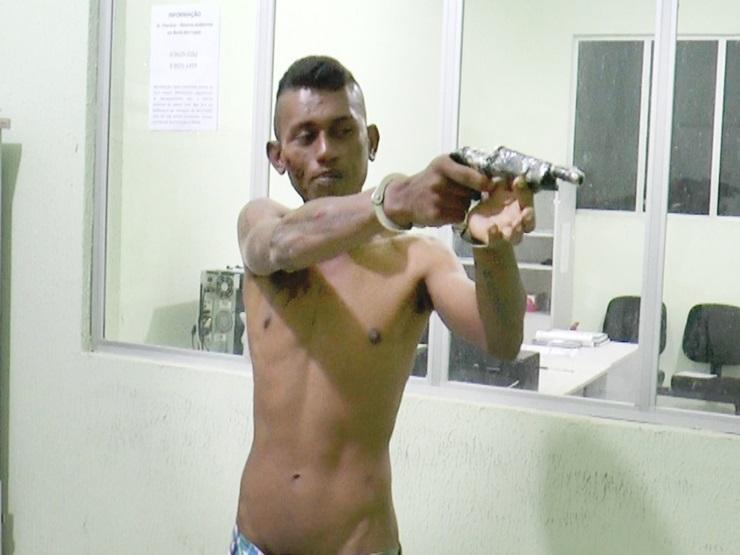 Ousadia! Jovem apanha ao tentar intimidar com arma caseira mal feita