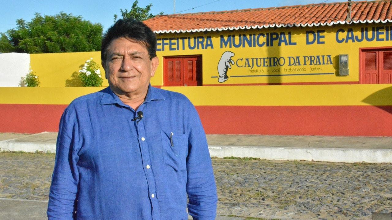 Prefeito de Cajueiro da Praia reitera pedidos de abastecimento de água de Comunidades não atendidas pela adutora e consegue pavimentação asfáltica para o Município
