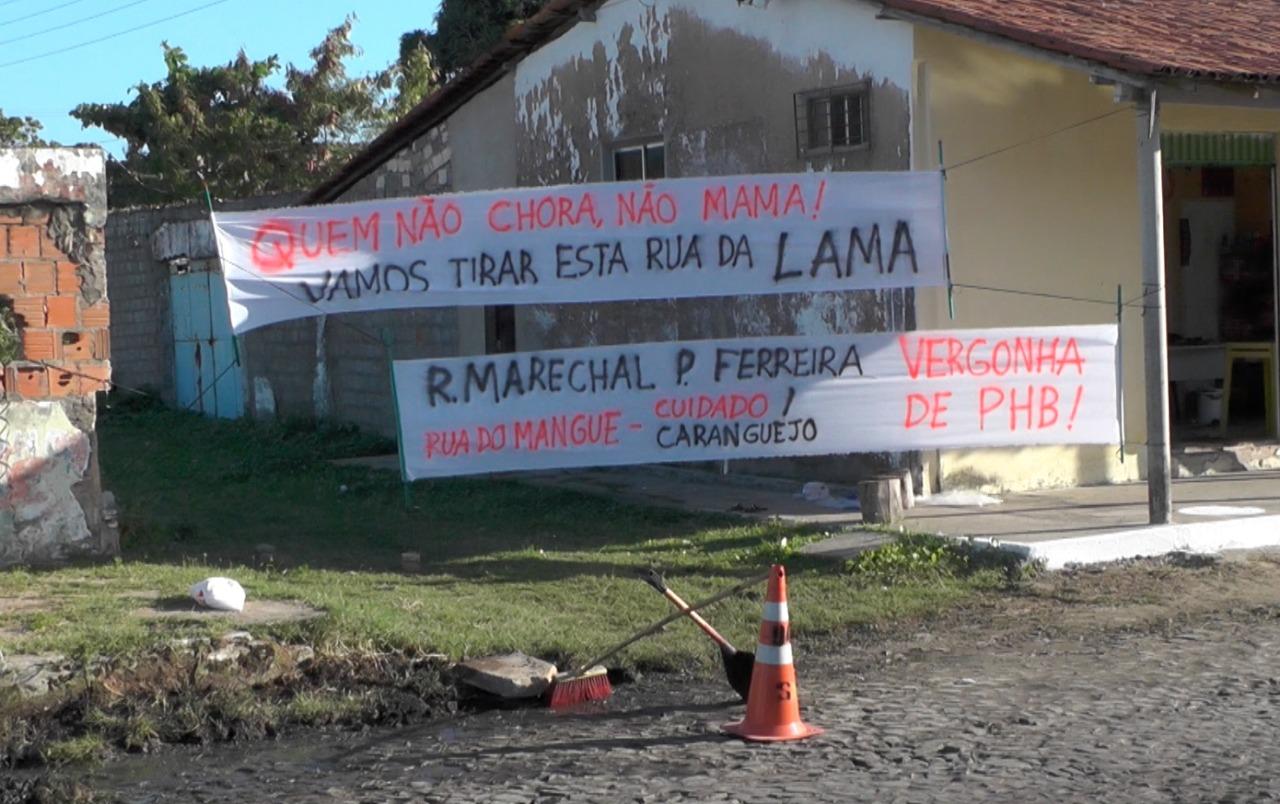 Moradores ironizam situação da rua Pires Ferreira