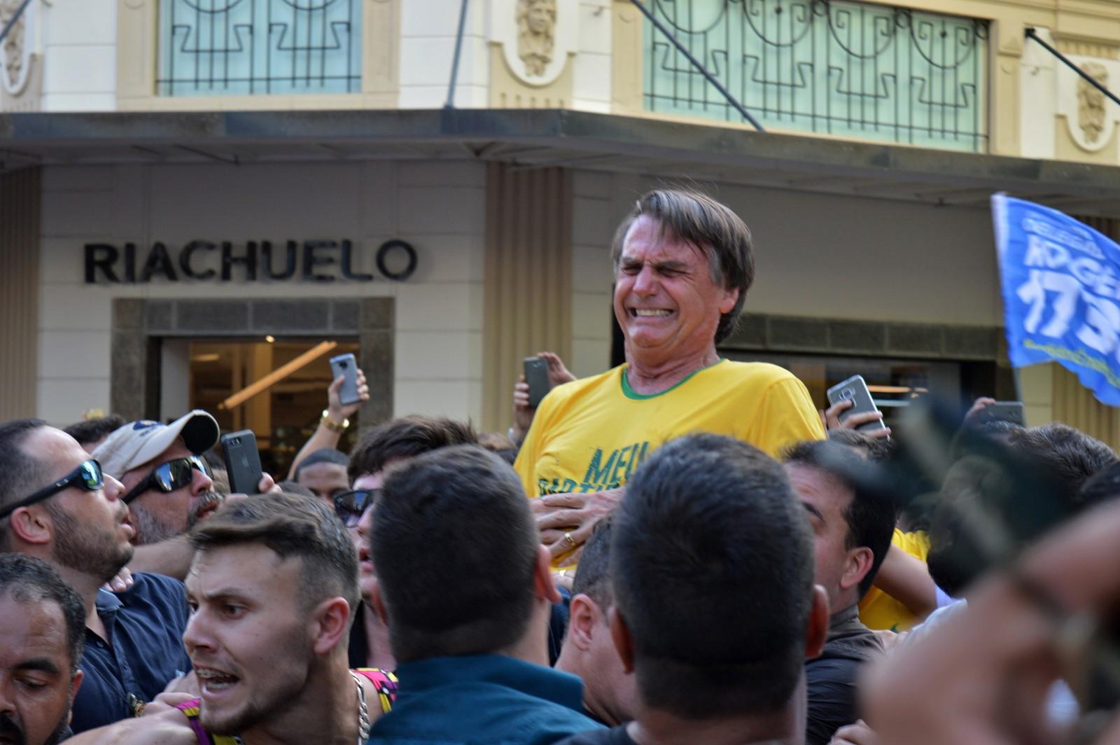 Boatos alimentam teorias conspiratórias sobre facada em Bolsonaro