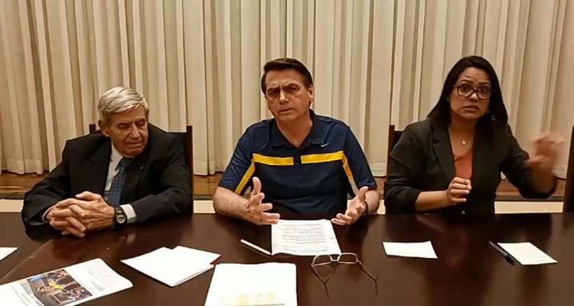 "Bolsonaro diz que vai adotar caneta Compactor porque ""Bic é francesa"""