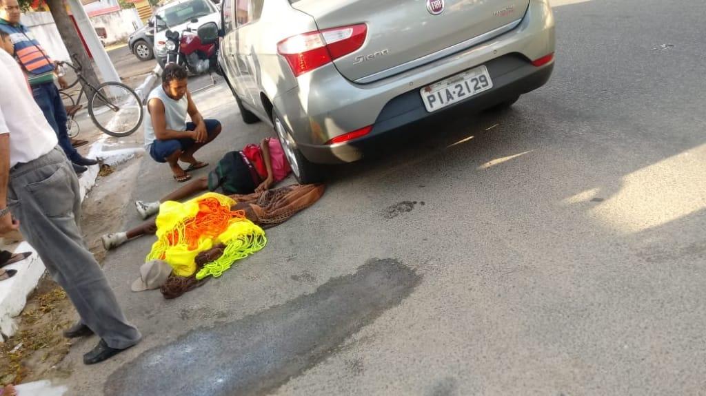 """Vendedor de redes """" Morcego"""" é atropelado na avenida Álvaro Mendes em Parnaíba"""