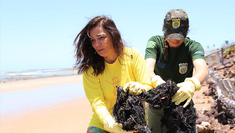 Semar recolhe 100kg de óleo no litoral e descarta interdição das praias no Piauí
