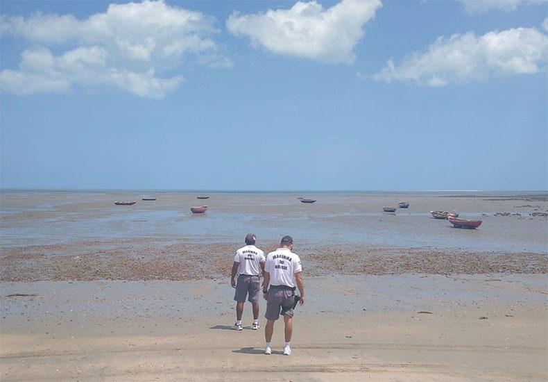 Marinha faz monitoramento em Cajueiro da Praia para detectar presença de óleo