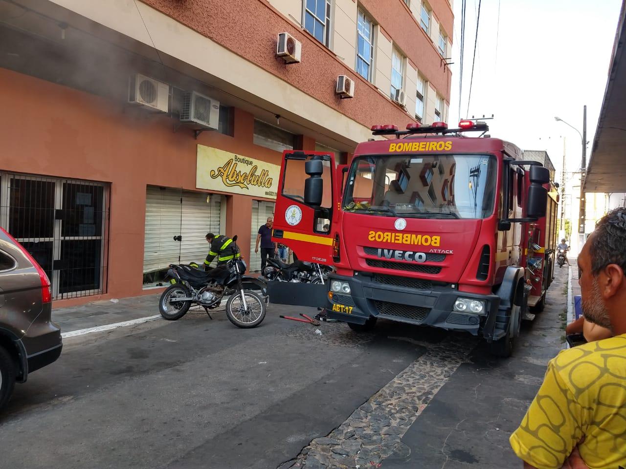 Incêndio de grandes proporções destrói teto de loja de roupa da Boutique Absolutta, em Parnaíba