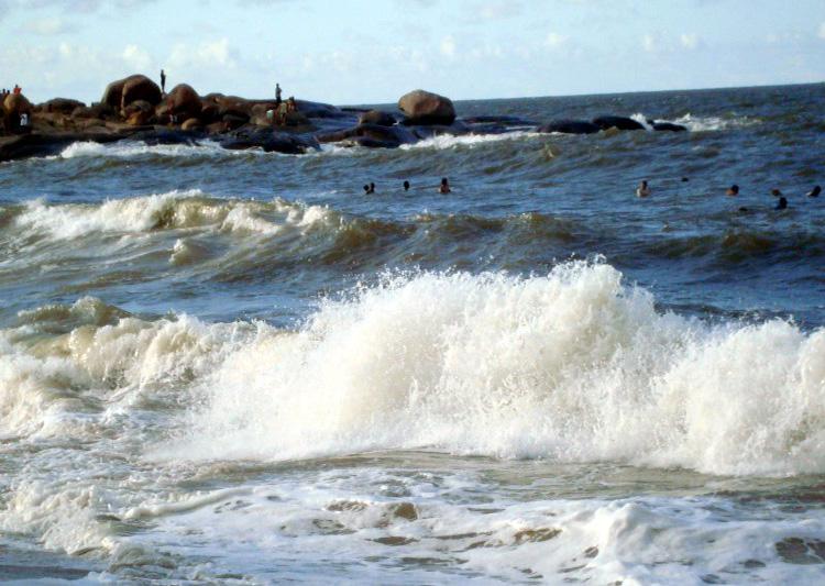 Litoral do Piauí pode ter ondas de mais de 2 metros devido a ressaca do mar
