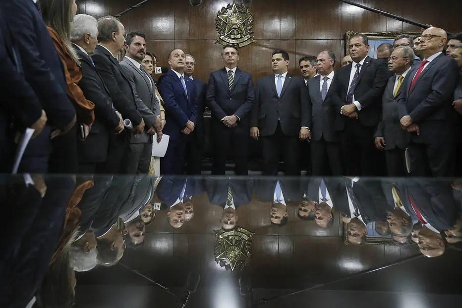 Governo Bolsonaro envia proposta que proíbe subir salário mínimo
