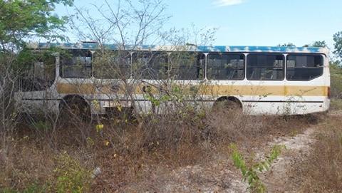 Ônibus que transportava estudantes tem pane e sai da pista em Buriti do Lopes