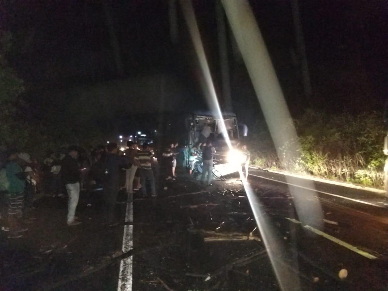 Colisão entre ônibus da Guanabara e caminhão deixa feridos na rodovia BR-343