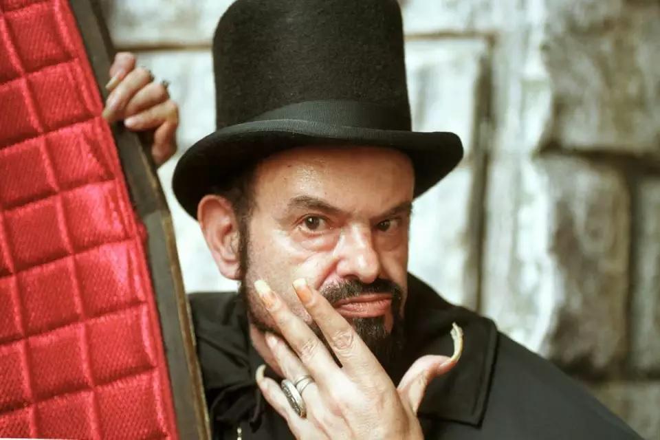 Morre José Mojica Marins conhecido como o coveiro Zé do Caixão aos 83 anos
