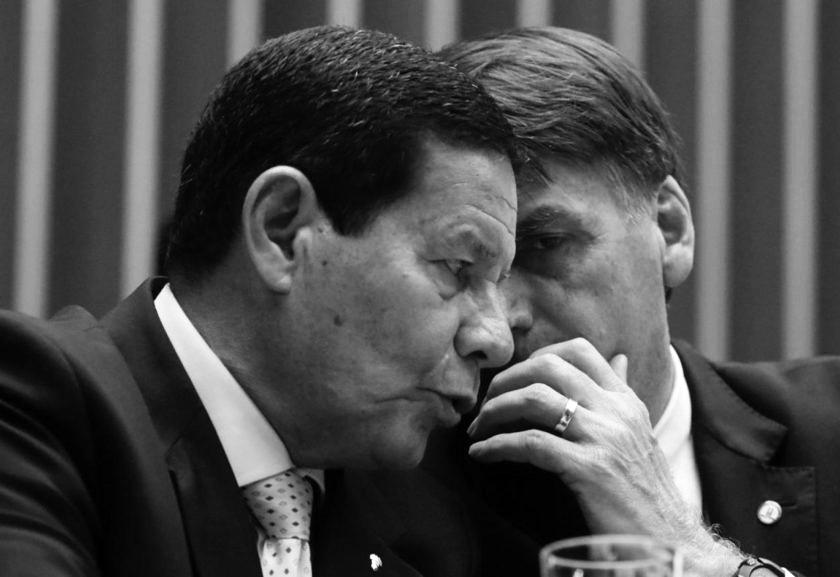 Cassação da chapa Bolsonaro e Mourão ganha velocidade de cruzeiro no TSE