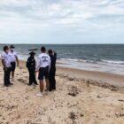 Embarcação encalha em área de proteção ambiental no município de Cajueiro de Praia