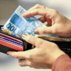 Novo reajuste que levaria salário mínimo a R$ 1.102 pode ficar para o ano que vem