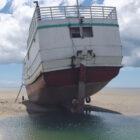 Embarcação que possivelmente trouxe contrabandos para o litoral do Piauí encalha e é apreendida