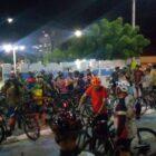 Manifestantes pedem melhorias na sinalização de ciclovia após ciclista sofrer acidente em Parnaíba
